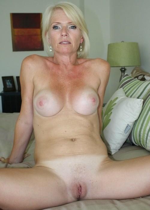 Dolly Hangetitten Upskirt Swingersex